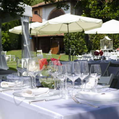 Tavoli matrimonio in giardino di Villa Umberto